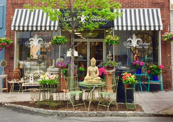 storefront of fine antique shop in the historic Hudson Valley