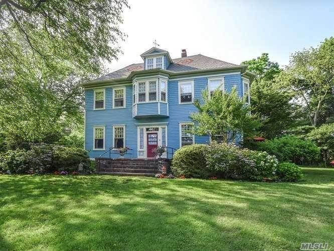 Residential Income for Sale at 6 Dixon Court Sea Cliff, New York 11579 United States