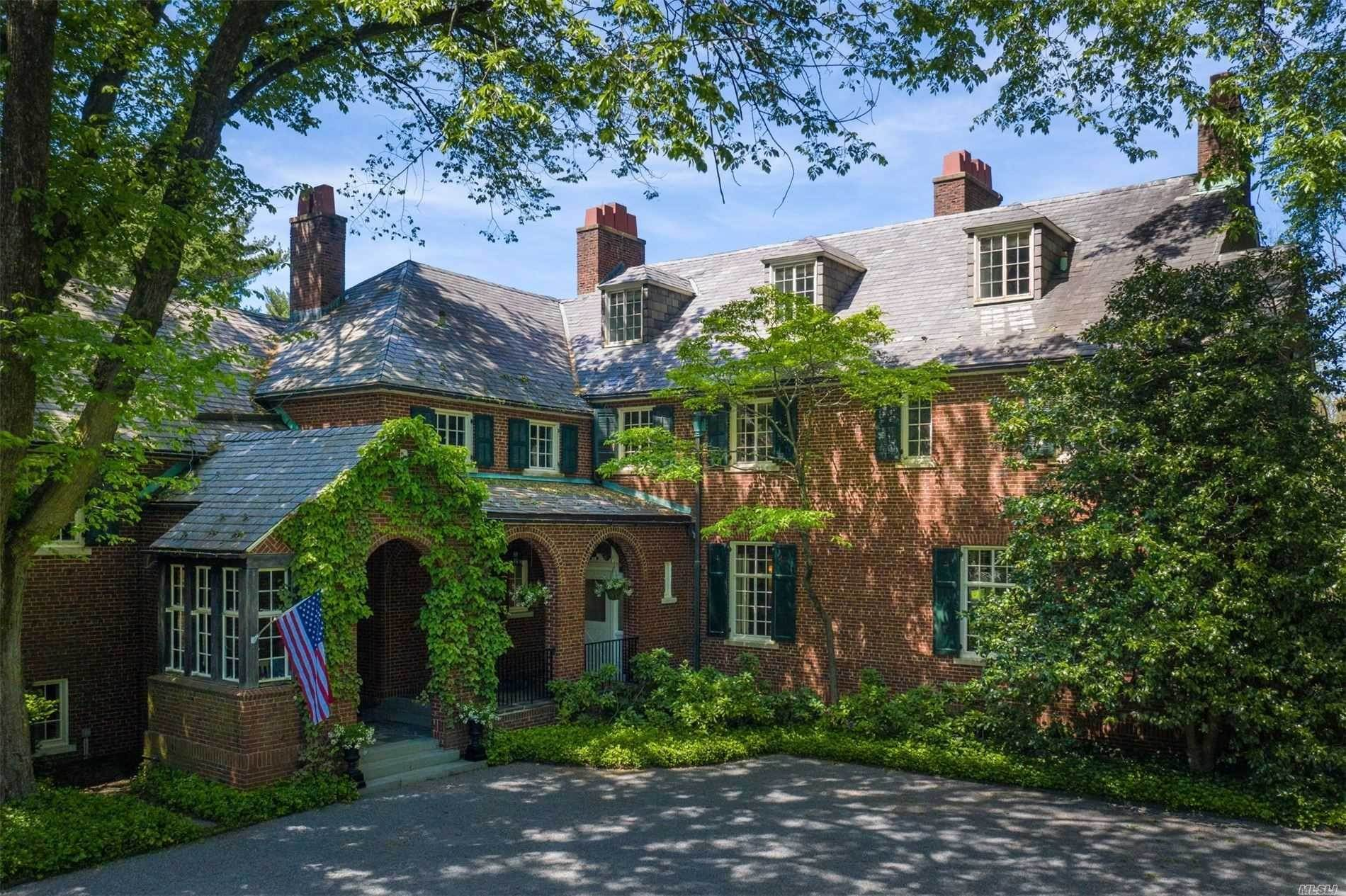 Residential for Sale at 71 Old Tappan Road Locust Valley, New York 11560 United States