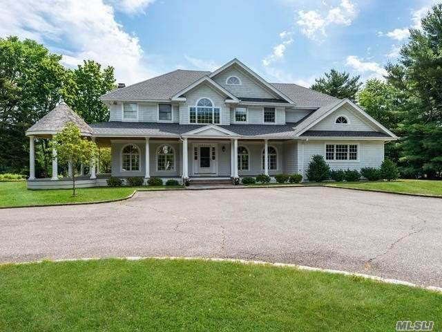 Residential for Sale at 127 Duck Pond Road Glen Cove, New York 11542 United States