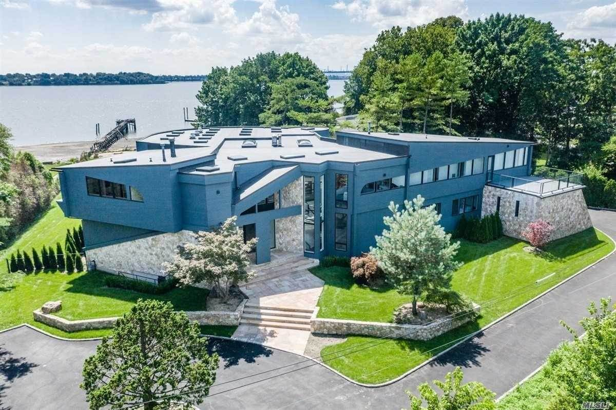 Residential for Sale at 30 Martin Court Great Neck, New York 11024 United States