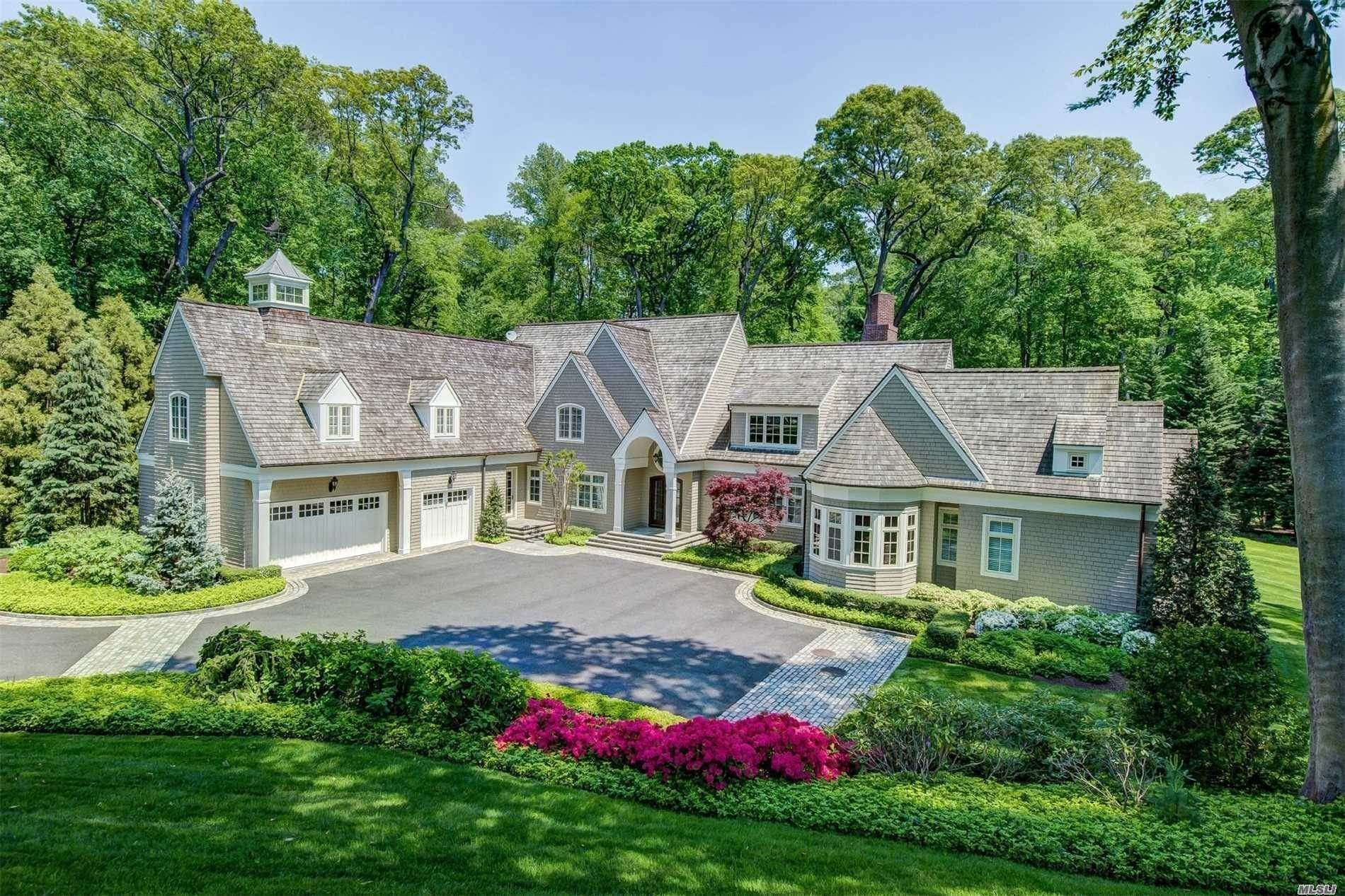 Residential for Sale at 4 La Colline Drive Mill Neck, New York 11765 United States