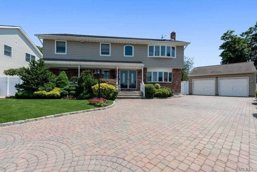 Residential for Sale at 15 Country Court, Farmingdale, NY 11735 Farmingdale, New York 11735 United States
