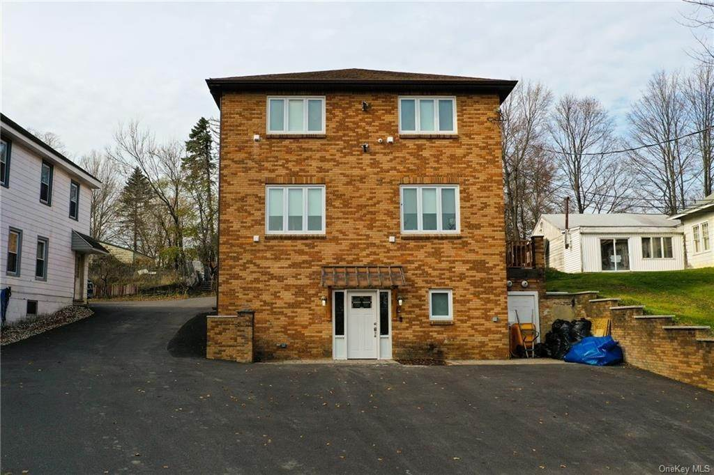 Residential for Sale at 5 Wawayanda Place Middletown, New York 10940 United States