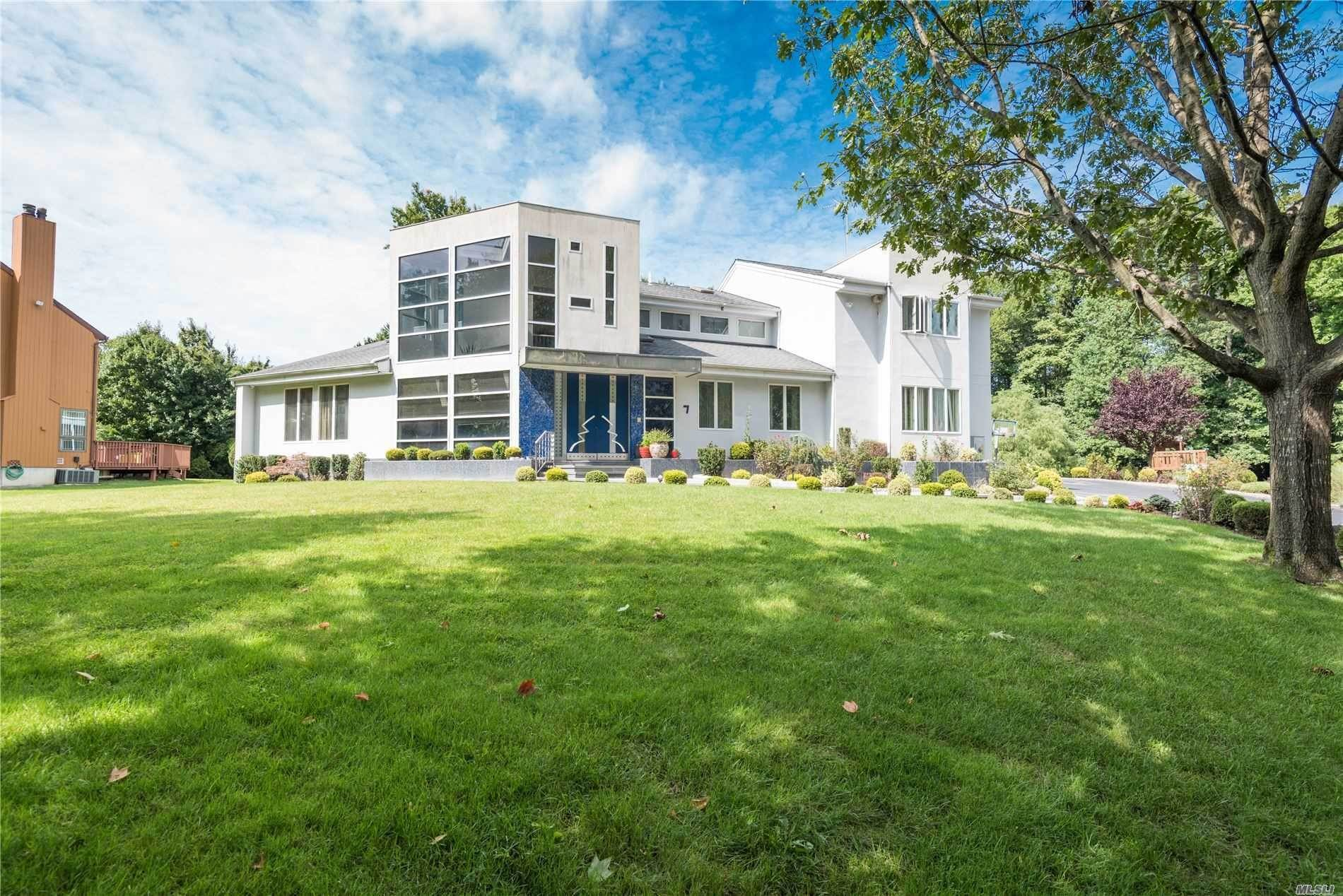 Residential for Sale at 7 Oak Ridge Lane, Roslyn, NY 11576 Roslyn, New York 11576 United States