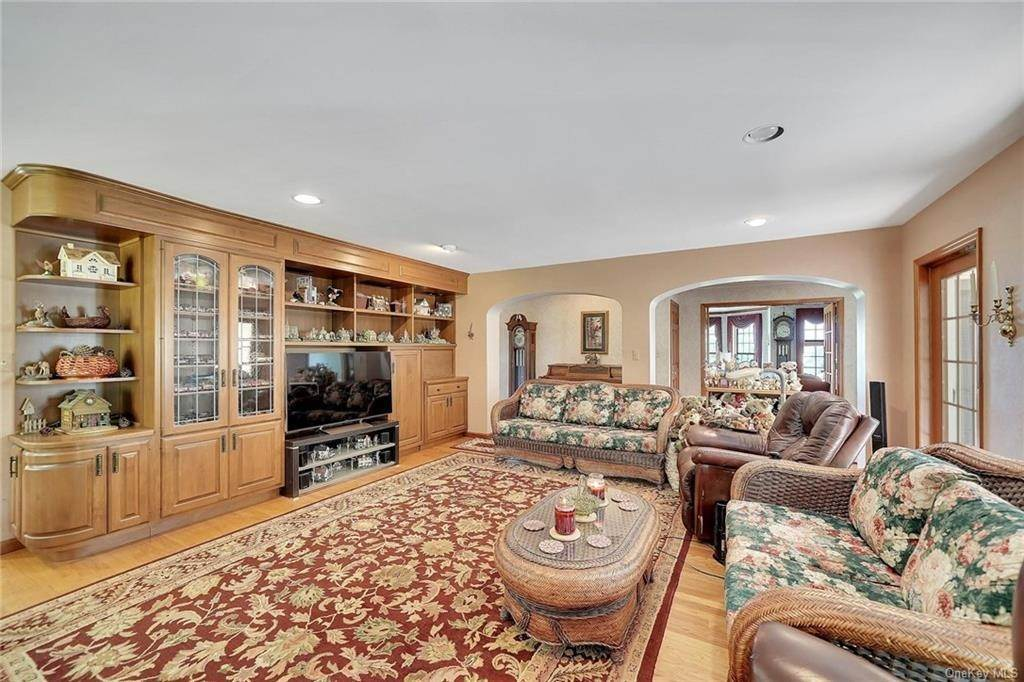 12. Residential for Sale at 3 Lake View Drive, Goshen, NY 10924 Goshen, New York 10924 United States