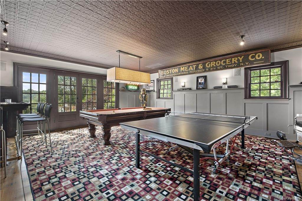 18. Residential for Sale at 69 Round Hill Road Armonk, New York 10504 United States