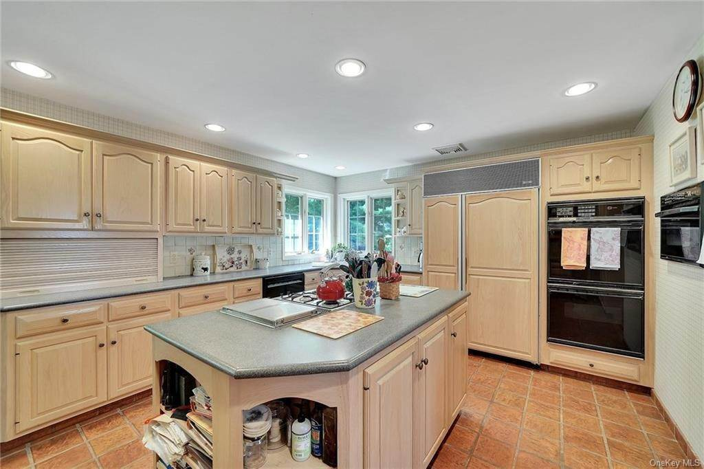 19. Residential for Sale at 3 Lake View Drive, Goshen, NY 10924 Goshen, New York 10924 United States