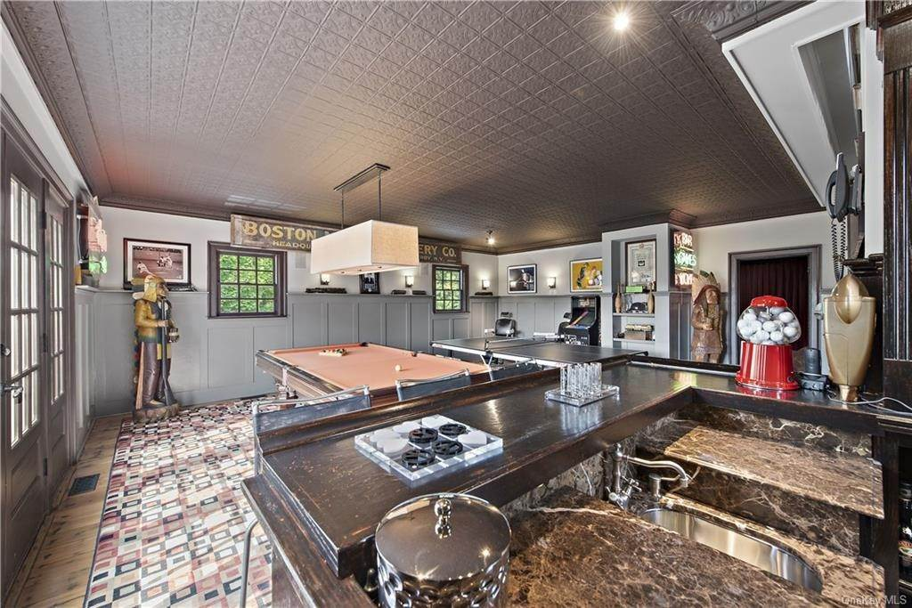 19. Residential for Sale at 69 Round Hill Road Armonk, New York 10504 United States