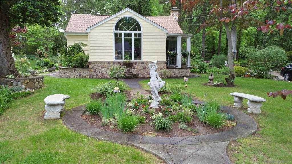 Residential for Sale at 24 Chestnut Stump Road Fort Salonga, New York 11768 United States
