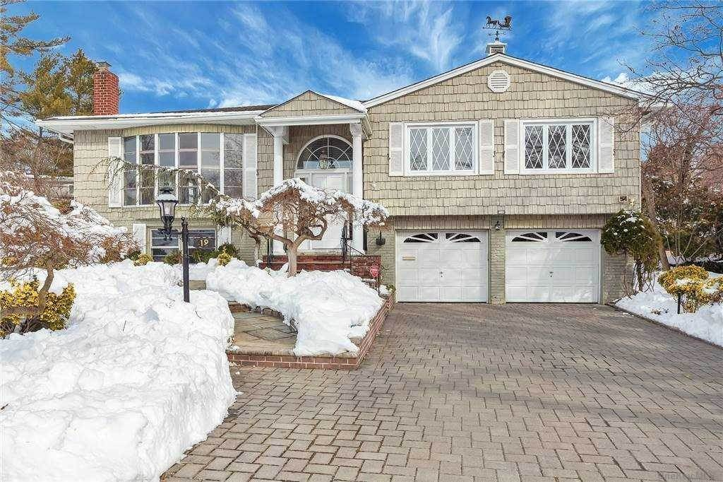 Residential for Sale at 19 Brookfield Road Manhasset Hills, New York 11040 United States