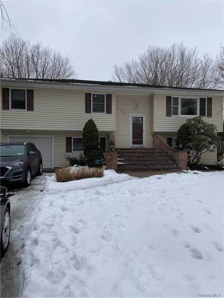 Residential Lease at 102 Bellevue Avenue, Center Moriches, NY 11934 Center Moriches, New York 11934 United States