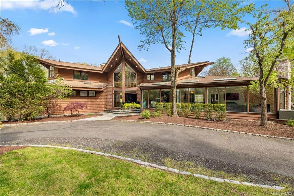 Residential for Sale at 354 Phillips Hill Road New City, New York 10956 United States