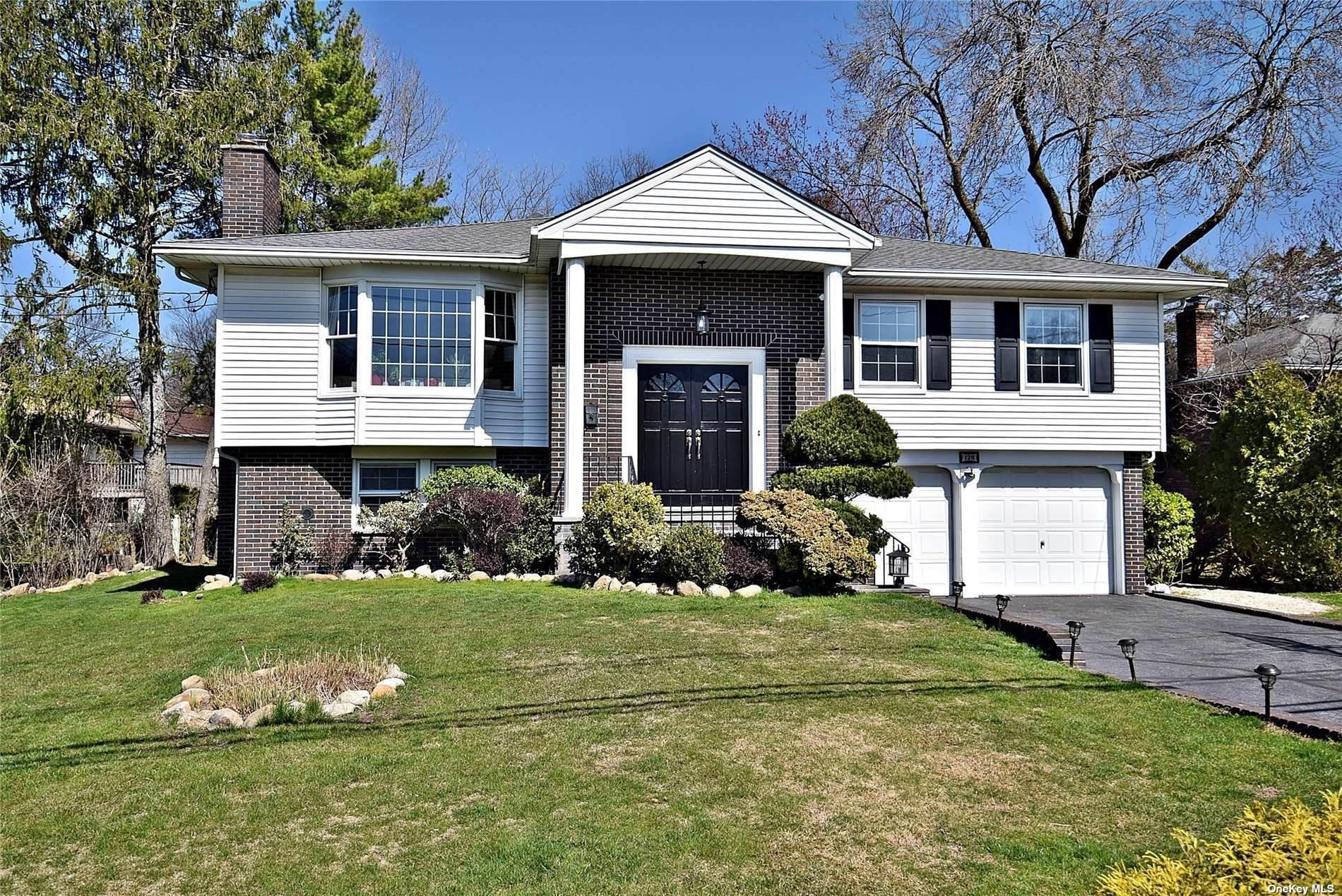 Residential for Sale at 128 Crescent Drive, Albertson, NY 11507 Albertson, New York 11507 United States