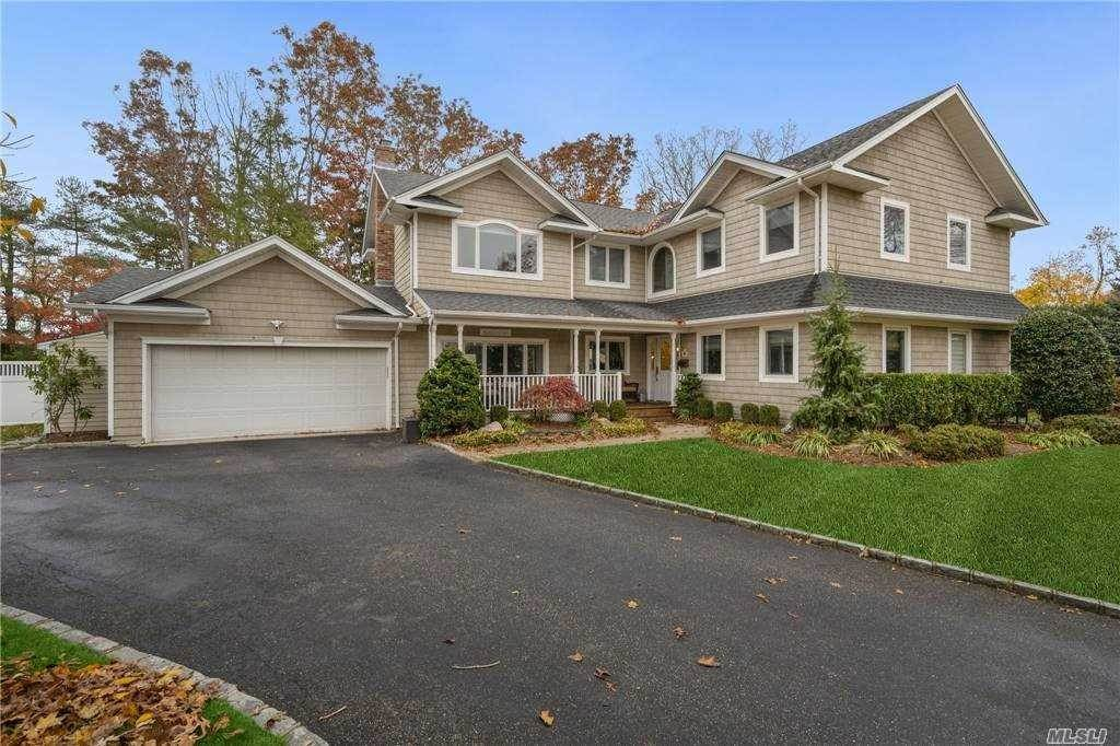 Residential for Sale at 6 Long Bow Court, Commack, NY 11725 Commack, New York 11725 United States