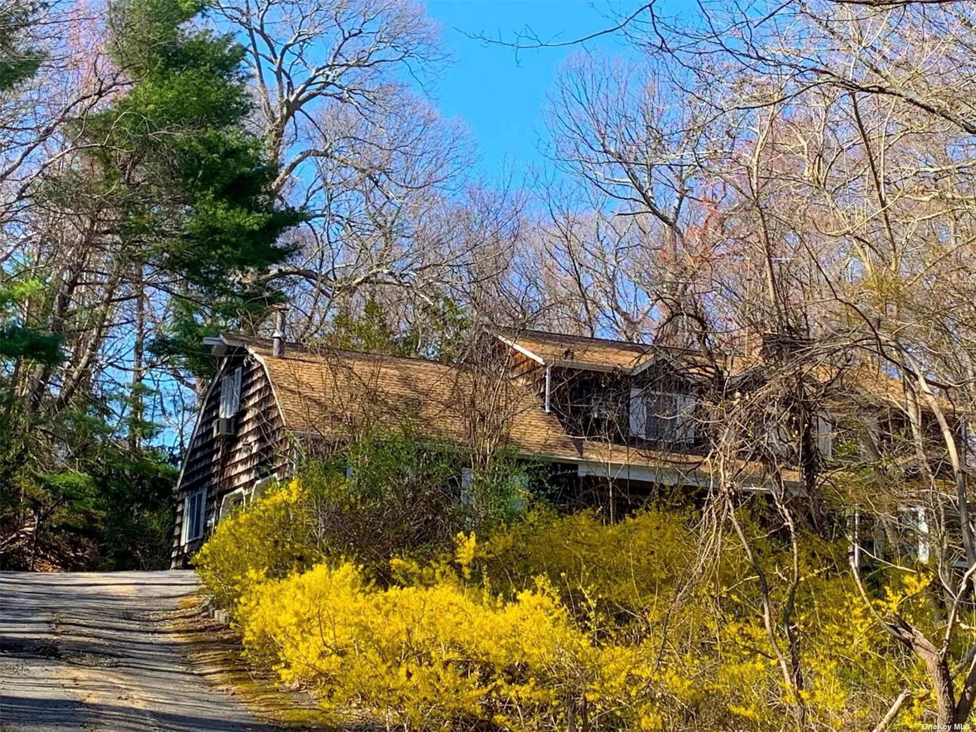 Residential for Sale at 27 Laurel Cove Road Oyster Bay, New York 11771 United States