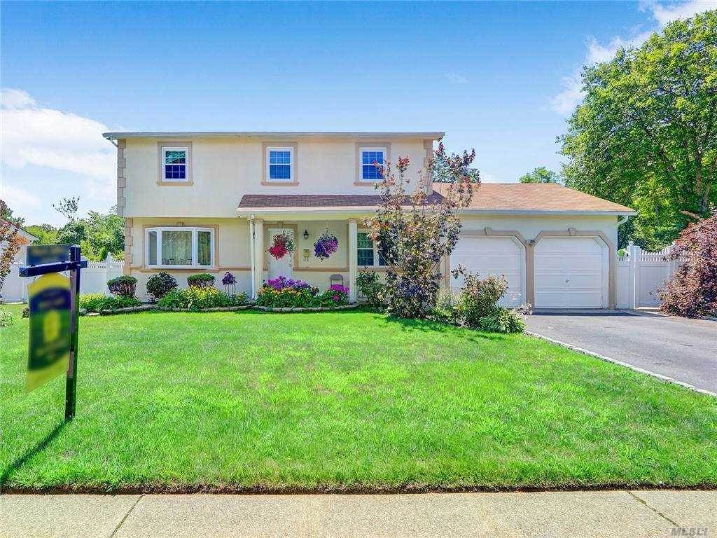 Residential for Sale at 37 Waterford Drive, Wheatley Heights, NY 11798 Wheatley Heights, New York 11798 United States
