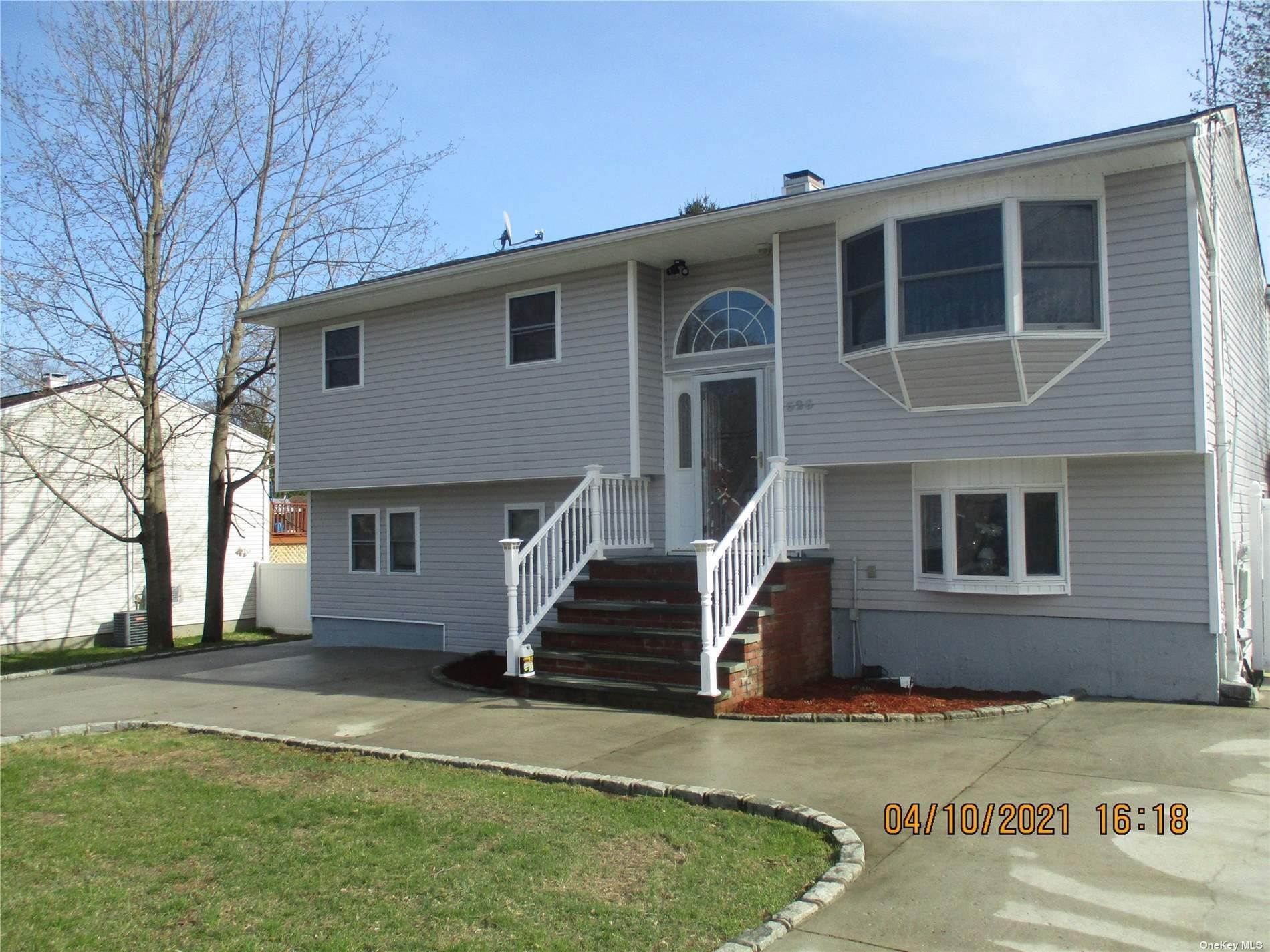 Residential for Sale at 326 Sea Cliff Islip Terrace, New York 11752 United States