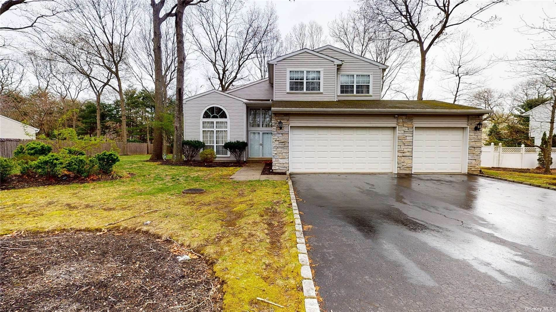 Residential for Sale at 3 Arbor Field Way Lake Grove, New York 11755 United States