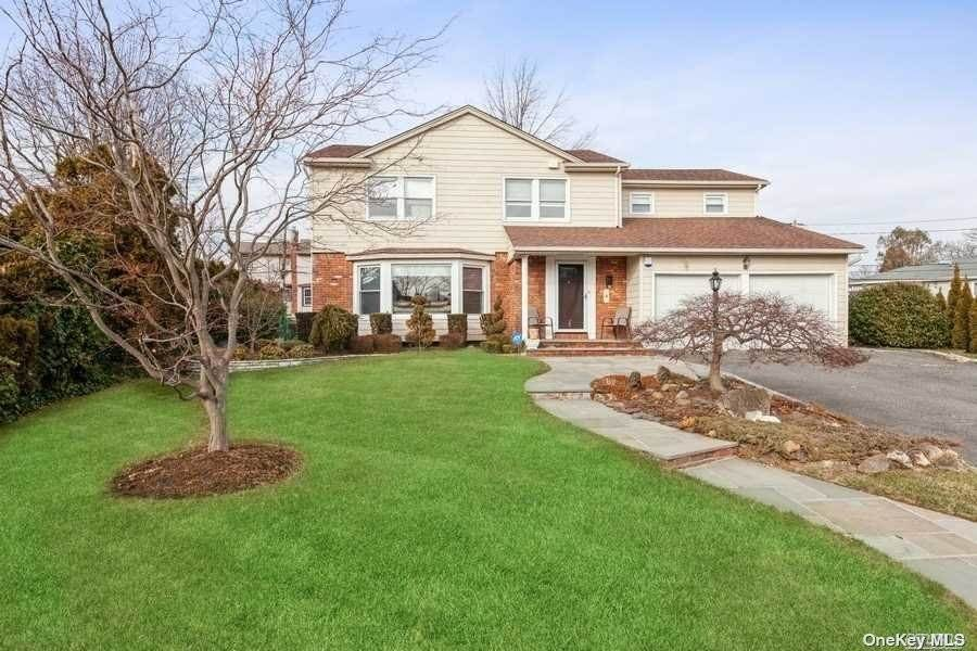 Residential for Sale at 4 Foxhurst Court Manhasset Hills, New York 11040 United States