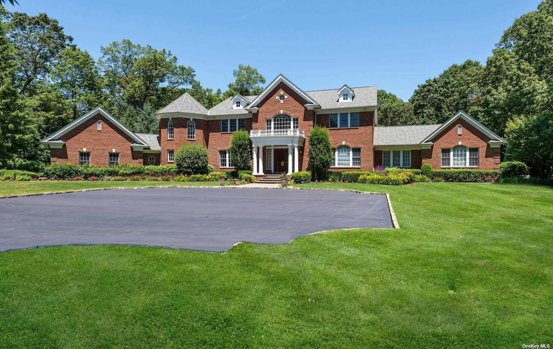 Residential for Sale at 7 Fairway Court Upper Brookville, New York 11771 United States