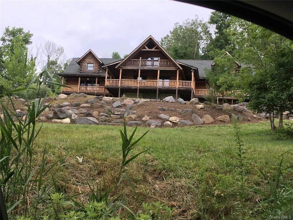 Residential for Sale at 10 Eagle Wood Vista Lane Warwick, New York 10990 United States