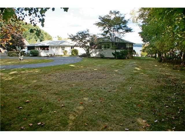 Single Family Homes at 655 North Broadway, Clarkstown, NY 10960 Clarkstown, New York 10960 United States