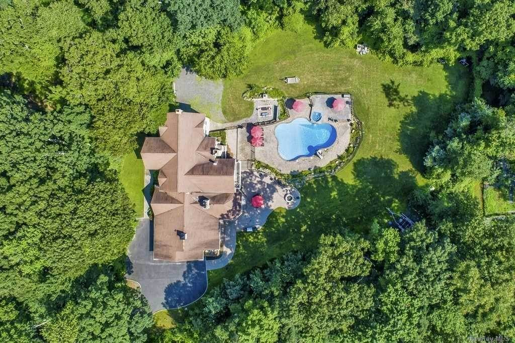 Residential for Sale at 32 Woodvale Drive Laurel Hollow, New York 11791 United States