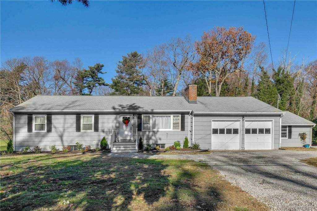 Residential for Sale at 7 Mariners Court, Centerport, NY 11721 Centerport, New York 11721 United States
