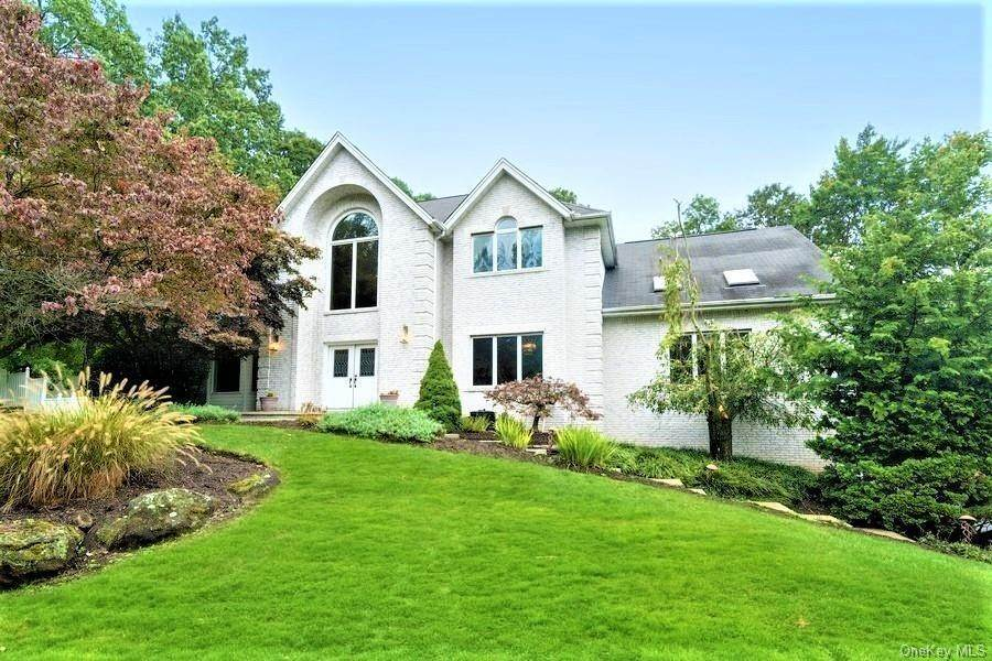 Residential for Sale at 2 Alcott Court, Clarkstown, NY 10956 New City, New York 10956 United States