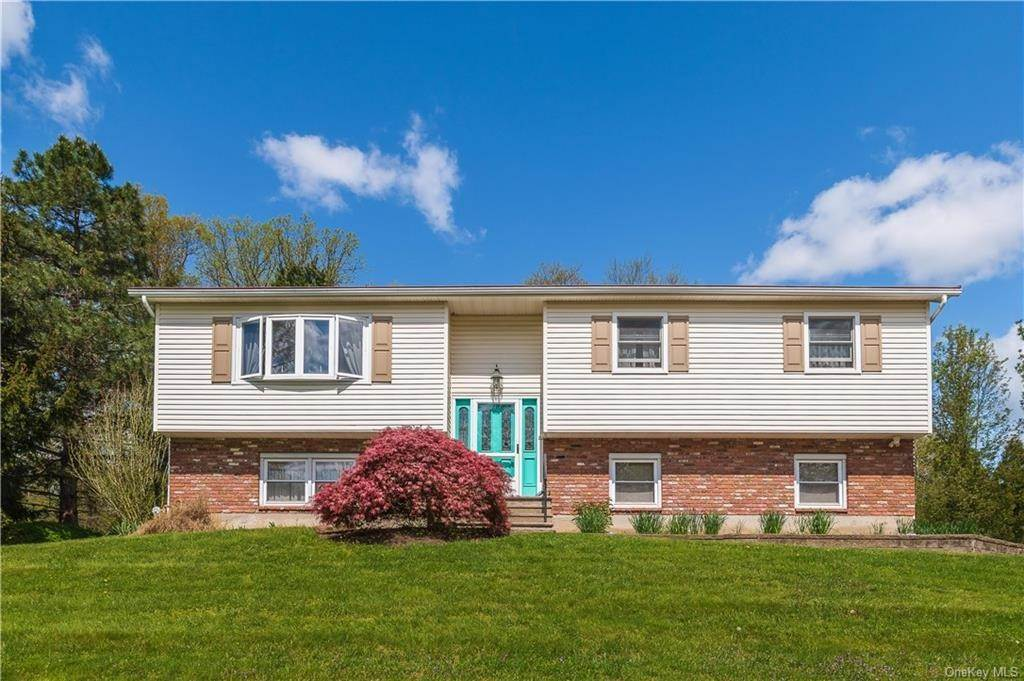 Residential for Sale at 24 Whispering Court Bardonia, New York 10954 United States