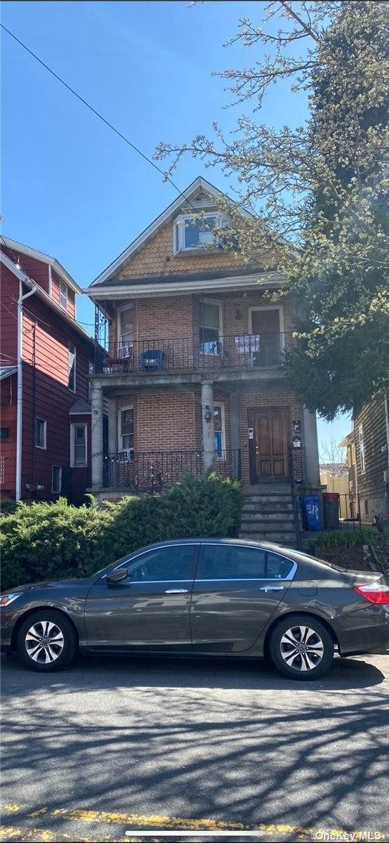 Residential Income for Sale at 1580 Castleton Avenue Accord, New York 10302 United States
