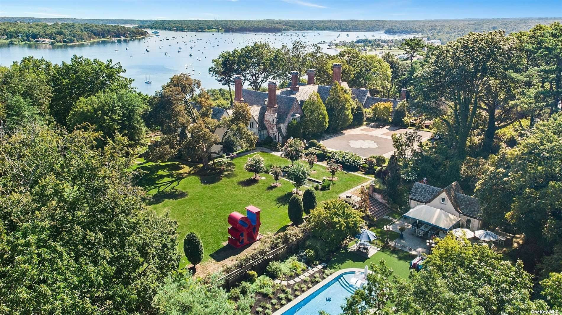 Residential للـ Sale في 297 Mill Hill Road Mill Neck, New York 11765 United States