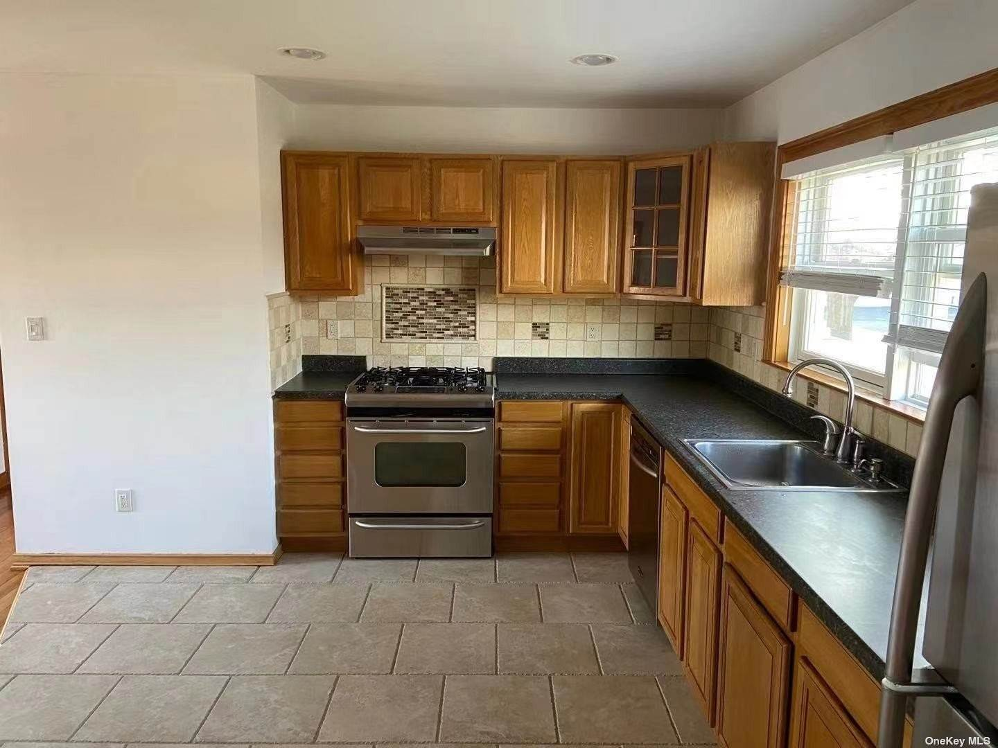 Residential Lease الساعة 4 Renee Place # 2FL Commack, New York 11725 United States
