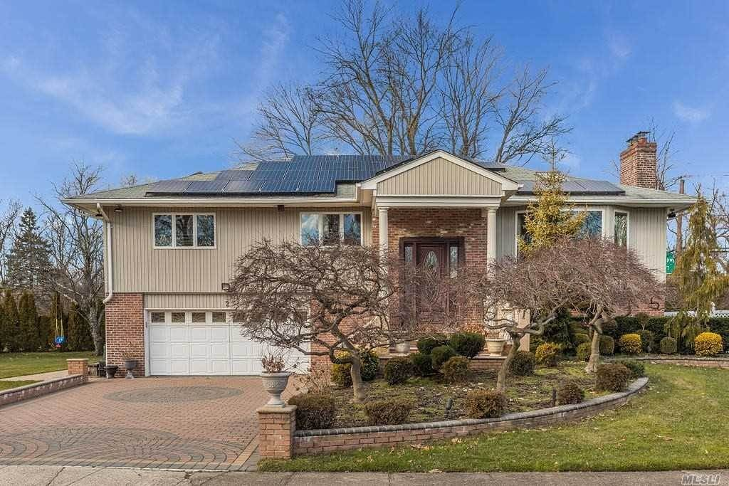Residential for Sale at 2 Edgemere Drive, Albertson, NY 11507 Albertson, New York 11507 United States