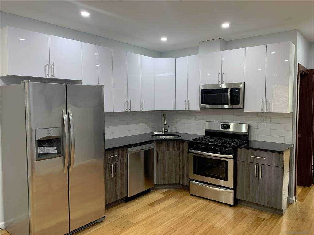 Residential Lease الساعة 113-05 205th Street St. Albans, New York 11412 United States