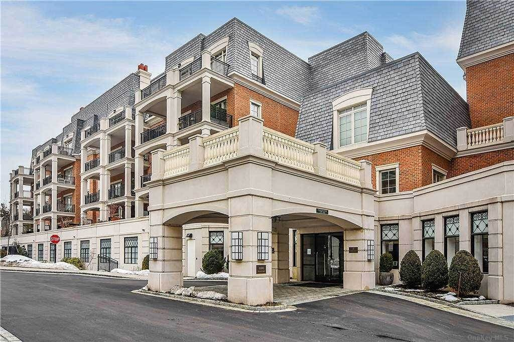 Residential for Sale at 1000 Royal Court # 1008 North Hills, New York 11040 United States