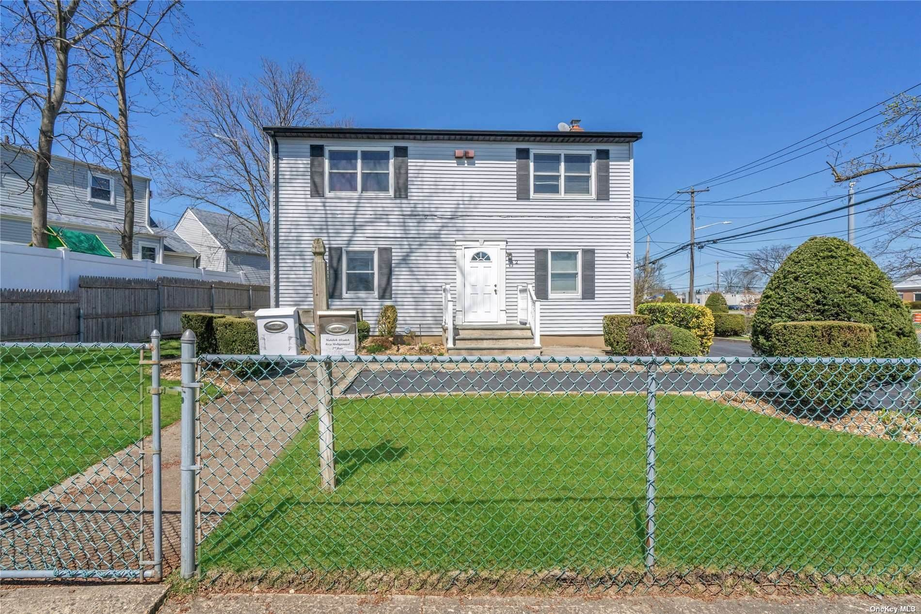 Residential Income for Sale at 2 Farmedge Road Bethpage, New York 11714 United States