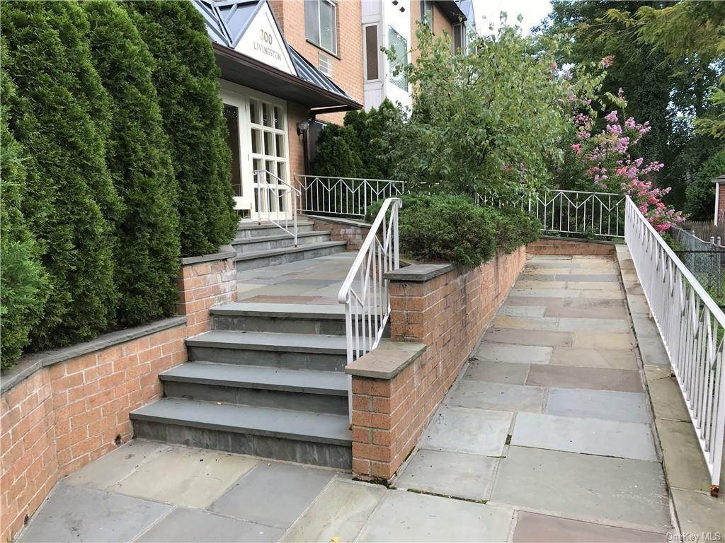 Residential Lease at 300 Livingston Avenue # 1A Mamaroneck, New York 10543 United States