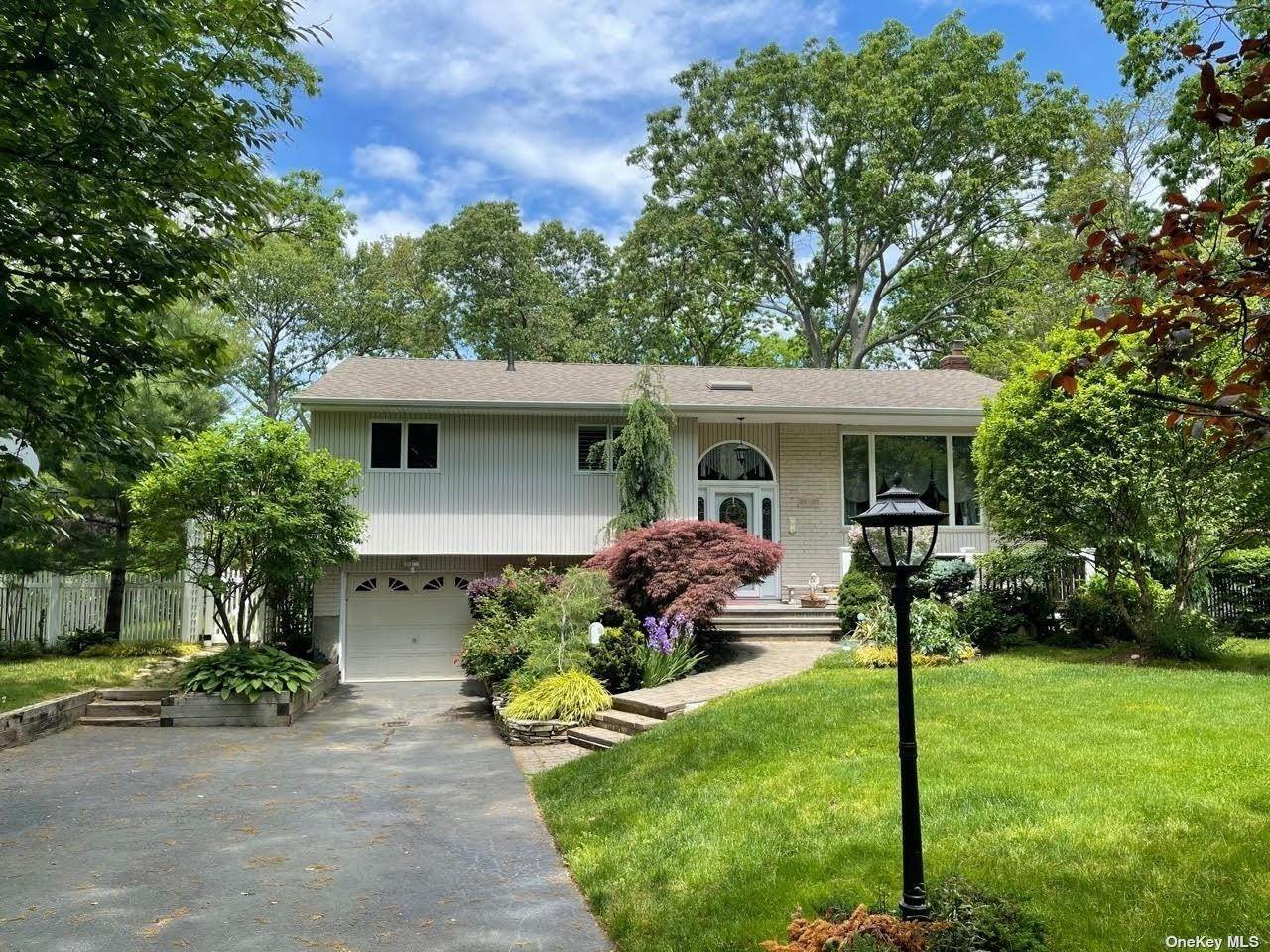 Residential Lease at 47 Beacon Lane East Northport, New York 11731 United States