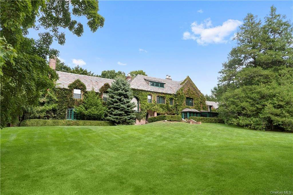 Residential for Sale at 4 Whippoorwill Road Armonk, New York 10504 United States