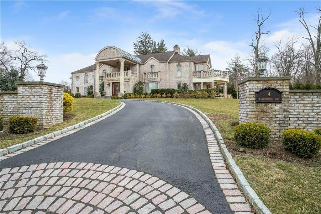 Residential for Sale at 4 Meadowbrook Road White Plains, New York 10605 United States