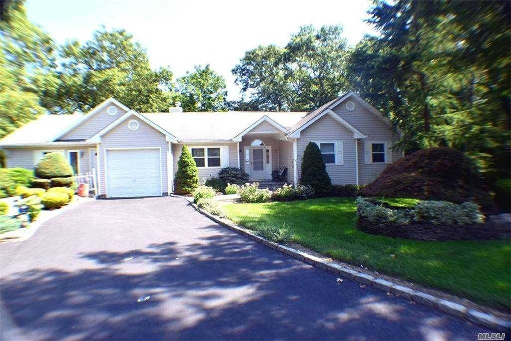 Residential for Sale at 6 Elizabeth Court Lake Grove, New York 11755 United States