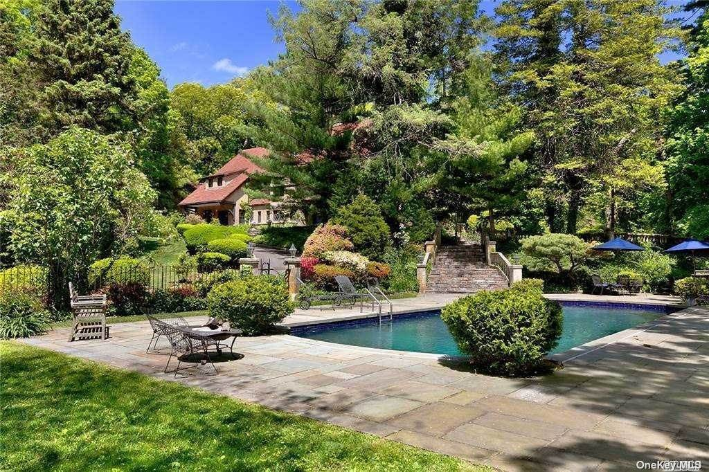 Residential for Sale at 386 Littleworth Lane Sea Cliff, New York 11579 United States