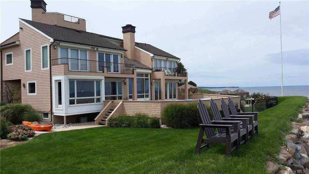 Residential for Sale at 4 Sea Shell Lane Fort Salonga, New York 11768 United States