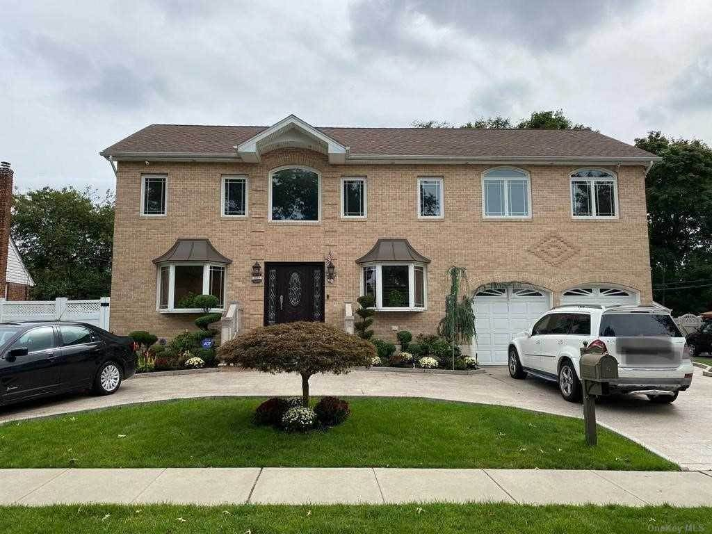 Residential Lease at 42 Parkway Drive, Westbury, NY 11590 Westbury, New York 11590 United States