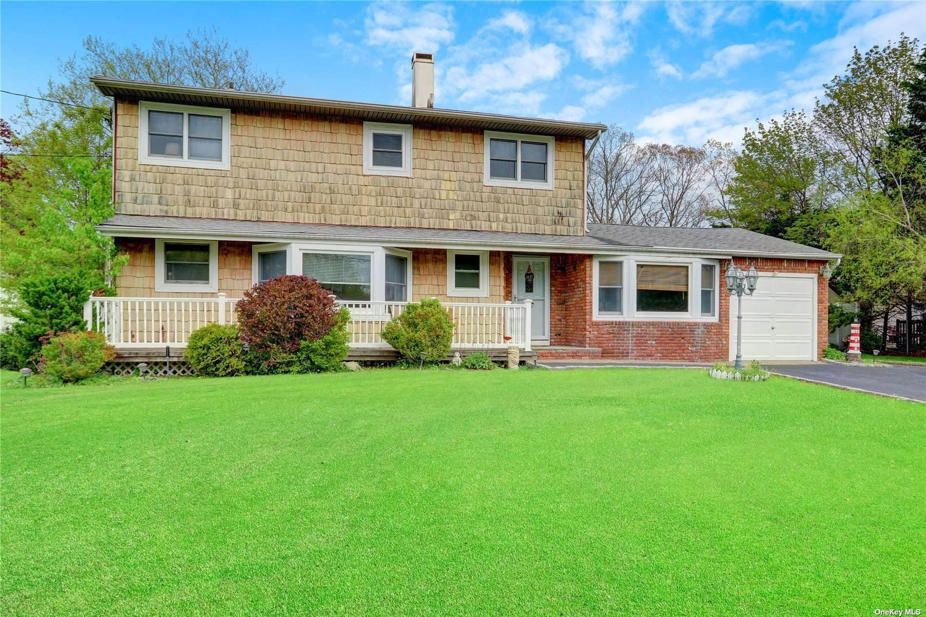 Residential for Sale at 977 Montauk Avenue Islip Terrace, New York 11752 United States