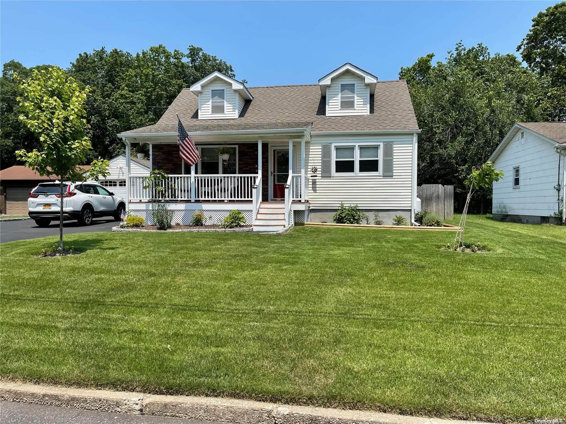 Residential for Sale at 7 Lilly Court, Moriches, NY 11955 Moriches, New York 11955 United States