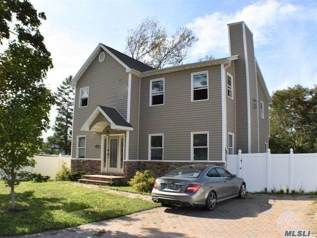 Residential for Sale at 131 Kensington Court Copiague, New York 11726 United States