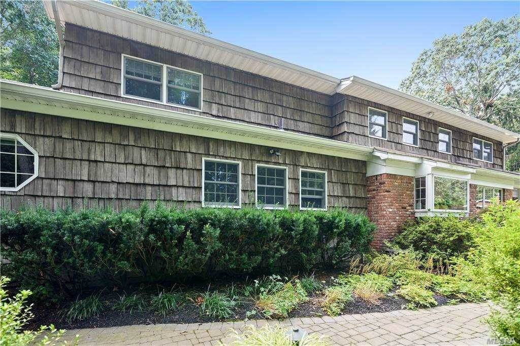Residential for Sale at 18 Truxton Lane Fort Salonga, New York 11768 United States